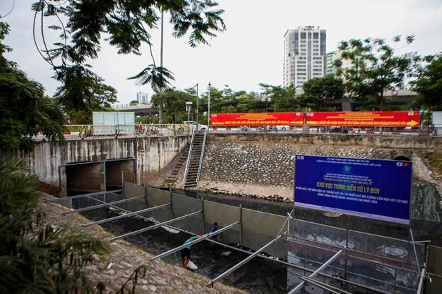 Xem màn trình diễn biến bùn thành CO2 và nước trên sông Tô Lịch - 3