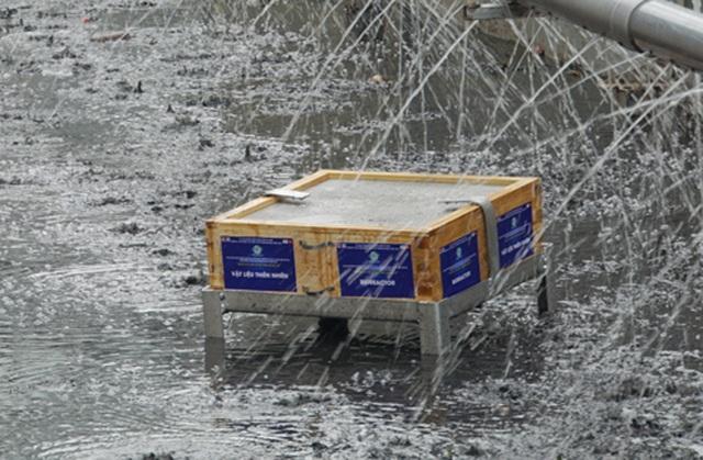 Xem màn trình diễn biến bùn thành CO2 và nước trên sông Tô Lịch - 15