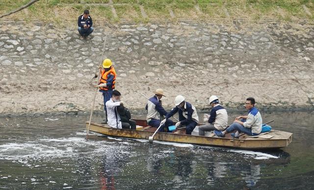 Xem màn trình diễn biến bùn thành CO2 và nước trên sông Tô Lịch - 18