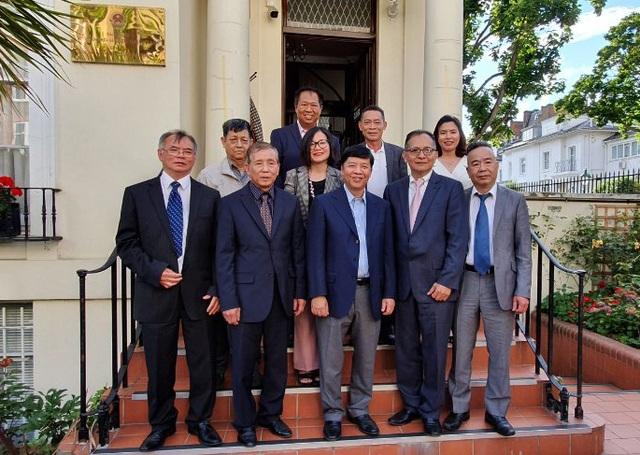 Trí thức người Việt tại Anh mong muốn góp sức giúp Việt Nam phát triển - 1