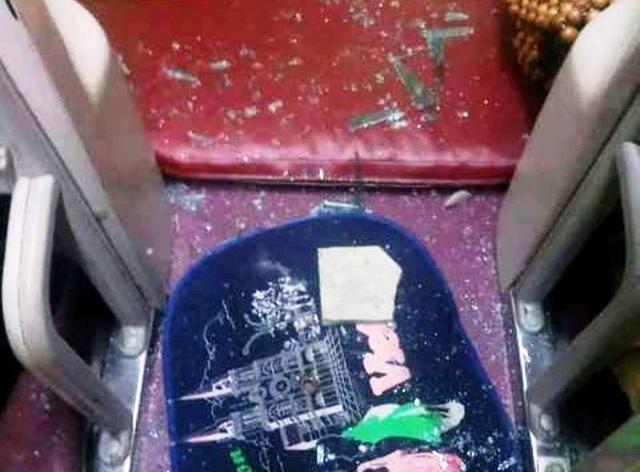 Xe khách bị ném gạch vỡ kính, một nữ hành khách bị thương - 3