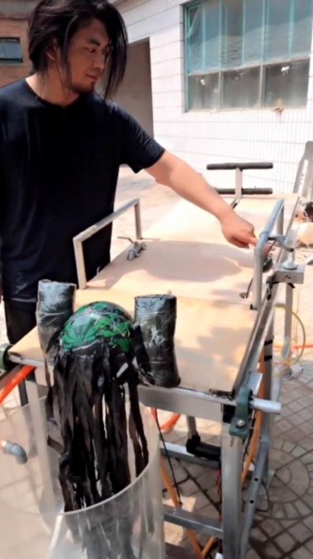 Máy gội đầu tự động có cơ chế hoạt động như... máy giặt - 2