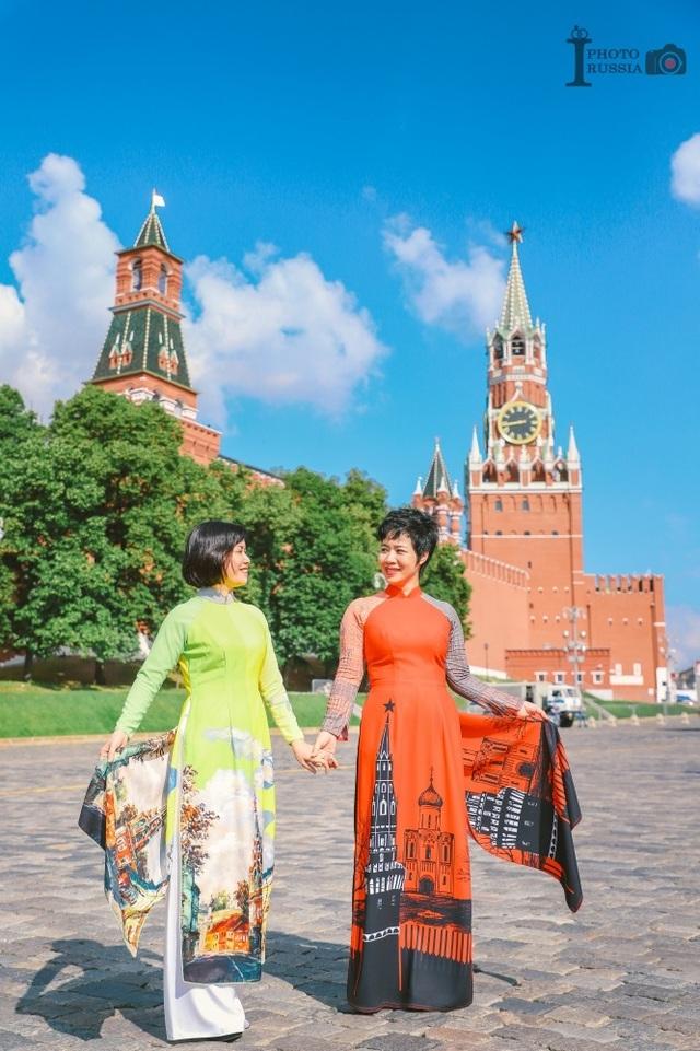 Rạng rỡ áo dài Việt trước cung điện Kremlin - 9