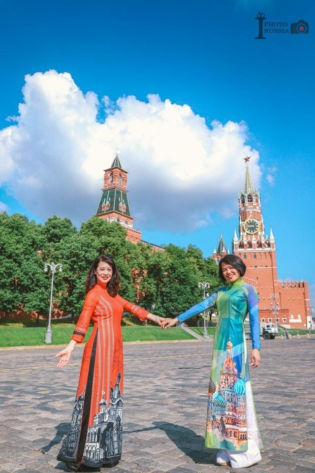 Rạng rỡ áo dài Việt trước cung điện Kremlin - 10
