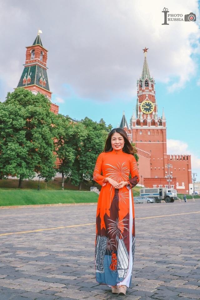 Rạng rỡ áo dài Việt trước cung điện Kremlin - 8