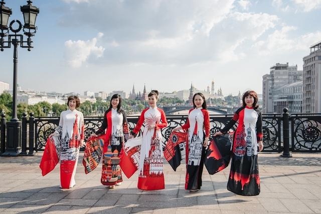 Rạng rỡ áo dài Việt trước cung điện Kremlin - 5