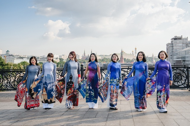 Rạng rỡ áo dài Việt trước cung điện Kremlin - 7