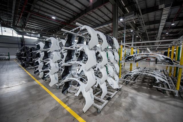 Bên trong nhà máy sản xuất 38 xe ô tô/giờ của VinFast - 10
