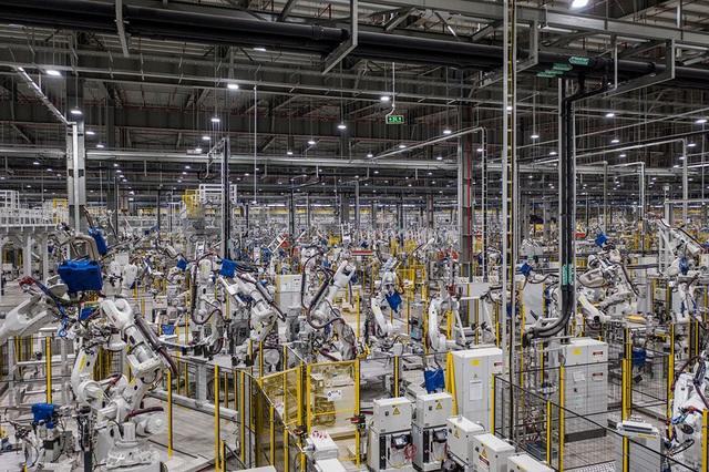 Bên trong nhà máy sản xuất 38 xe ô tô/giờ của VinFast - 4