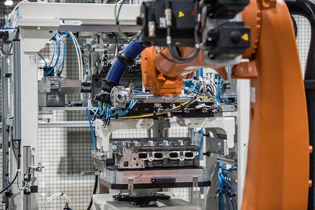 Bên trong nhà máy sản xuất 38 xe ô tô/giờ của VinFast - 7