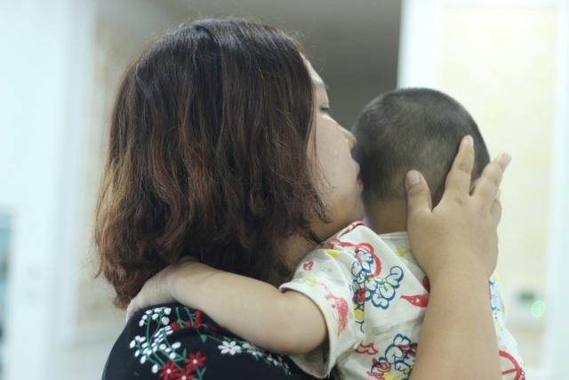Vụ cô giáo tát bé 3 tuổi lằn má, tím bầm môi: Nhà trường chịu trách nhiệm trước gia đình! - 2