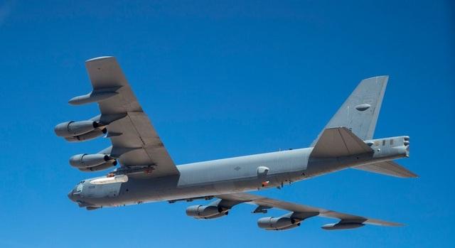 """Video """"pháo đài bay"""" B-52 lần đầu mang tên lửa siêu thanh uy lực của Mỹ - 3"""