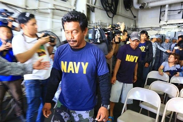 Thuyền trưởng Philippines muốn Tổng thống Duterte buộc tàu Trung Quốc phải chịu trách nhiệm - 1