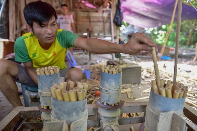 Mục sở thị quy trình làm ống hút tre xuất khẩu mang về tiền tỷ mỗi tháng  của 8X Việt - 6