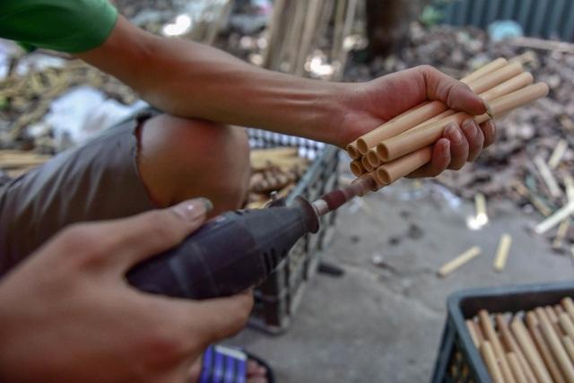 Mục sở thị quy trình làm ống hút tre xuất khẩu mang về tiền tỷ mỗi tháng  của 8X Việt - 9