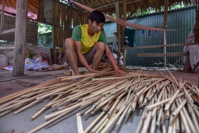 Mục sở thị quy trình làm ống hút tre xuất khẩu mang về tiền tỷ mỗi tháng  của 8X Việt - 1