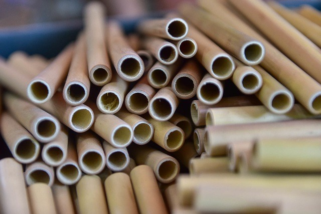 Mục sở thị quy trình làm ống hút tre xuất khẩu mang về tiền tỷ mỗi tháng  của 8X Việt - 8