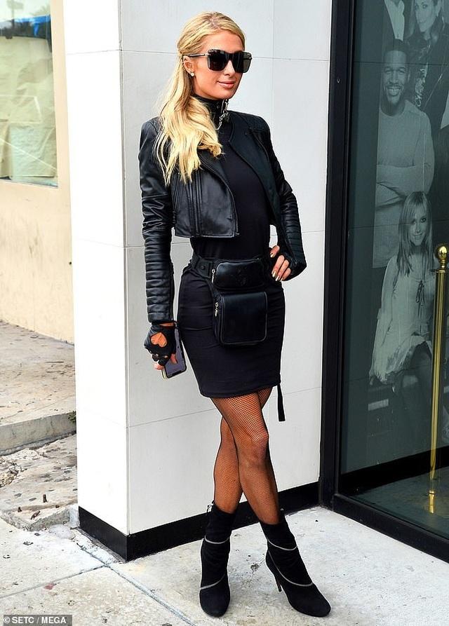 Kinh doanhthành công, Paris Hilton ra mắt dòng sàn phẩm thời trang mới - 4