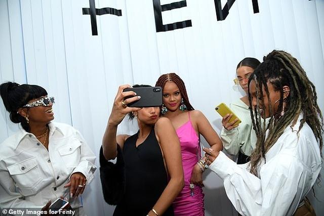 Rihanna tăng cân vẫn xinh đẹp - 9