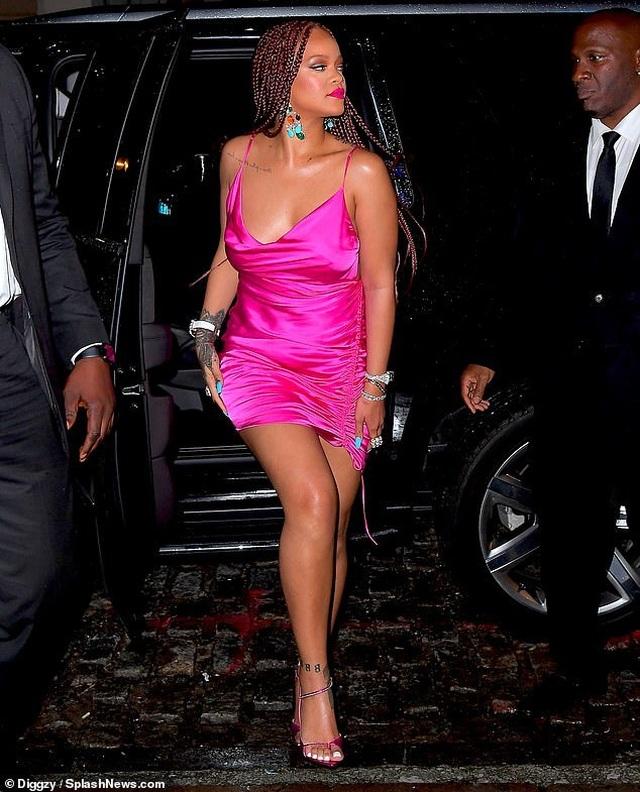 Rihanna tăng cân vẫn xinh đẹp - 2