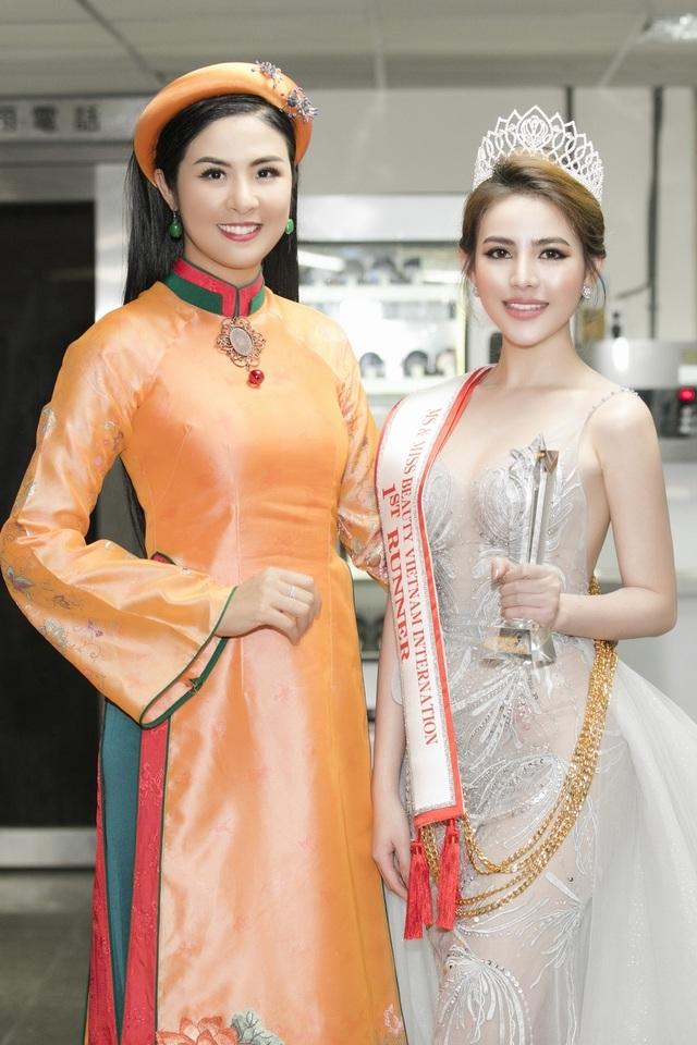 Những cô con gái tài năng, xinh đẹp, nói tiếng Anh như gió của sao Việt - 12
