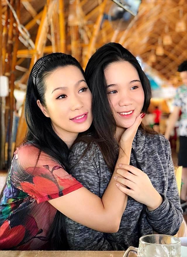 Những cô con gái tài năng, xinh đẹp, nói tiếng Anh như gió của sao Việt - 17
