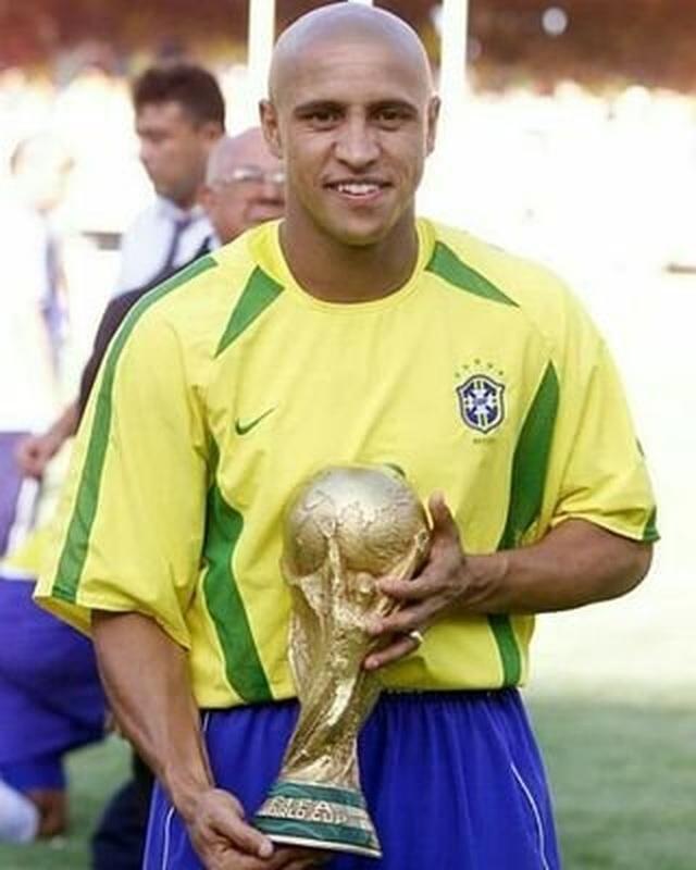 Hai ngôi sao Real Madrid Roberto Carlos và Luis Figo tái ngộ tại Việt Nam - 2
