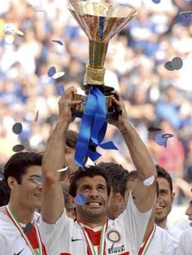 Hai ngôi sao Real Madrid Roberto Carlos và Luis Figo tái ngộ tại Việt Nam - 3