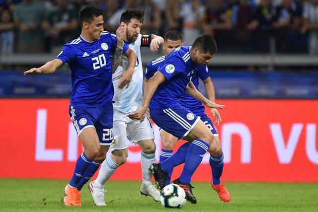 Argentina thi đấu kém cỏi: Có một Messi lạc lõng… - 2