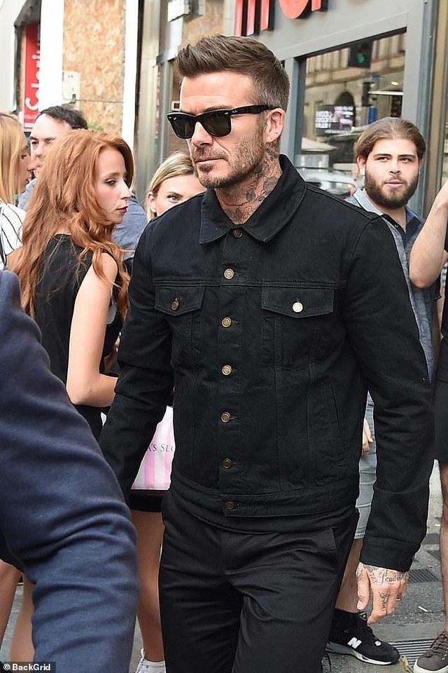 David Beckham trẻ trung bên con trai Romeo - 3