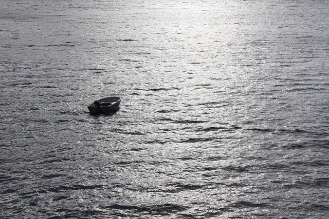 """""""1000 mũi kim đâm vào mặt"""" trong 4 ngày mất tích trên biển không đồ ăn, nước uống - 1"""