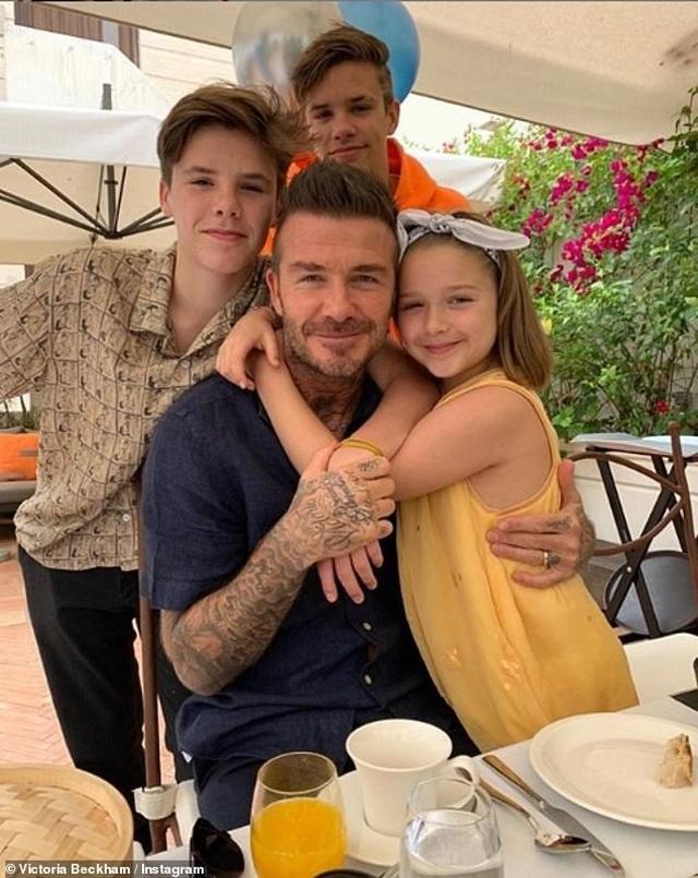 David Beckham trẻ trung bên con trai Romeo - 7