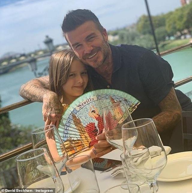 David Beckham trẻ trung bên con trai Romeo - 8