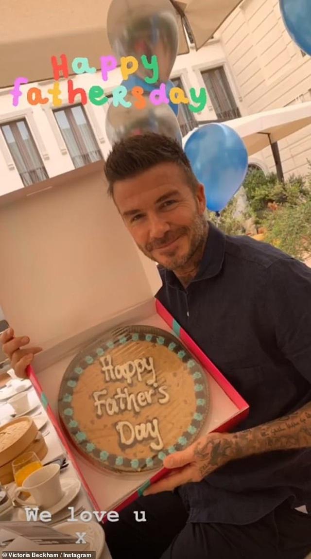 David Beckham trẻ trung bên con trai Romeo - 9