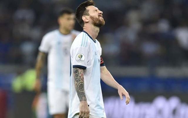 Argentina thi đấu kém cỏi: Có một Messi lạc lõng… - 1