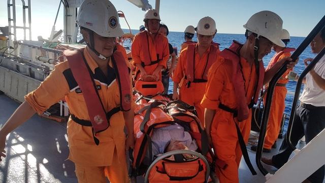 Cứu thành công thuyền viên bị tai biến mạch máu não trên vùng biển Quảng Ngãi - 2
