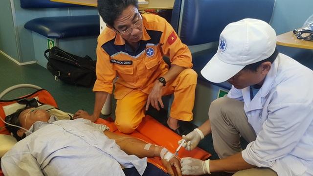 Cứu thành công thuyền viên bị tai biến mạch máu não trên vùng biển Quảng Ngãi - 1