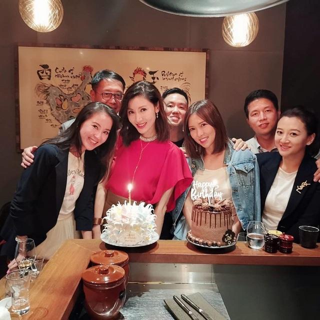 Hoa hậu Lý Gia Hân trẻ đẹp đáng ngưỡng mộ ở tuổi 49 - 2