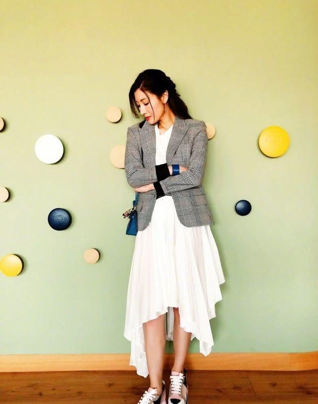 Hoa hậu Lý Gia Hân trẻ đẹp đáng ngưỡng mộ ở tuổi 49 - 8