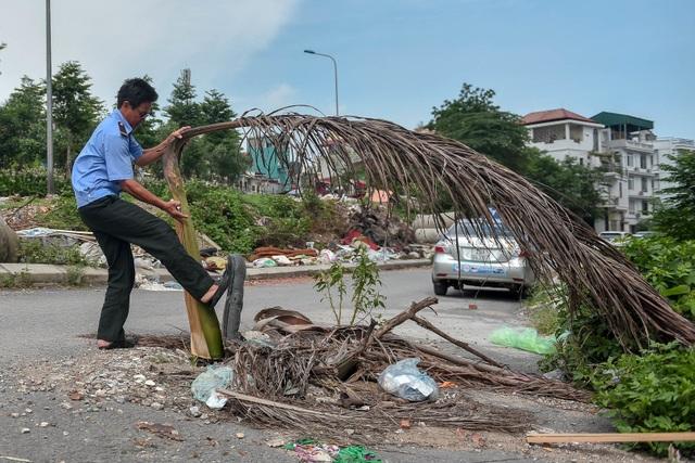 Ngập ngụa rác thải tại cầu vượt Hoàng Hoa Thám – Văn Cao - 8