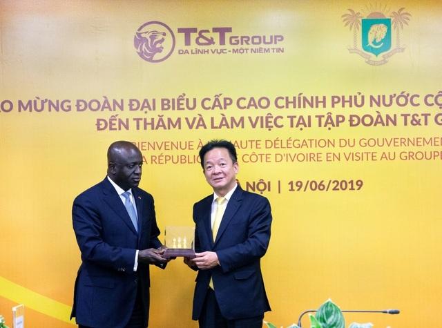 Bộ trưởng Ngoại giao Cộng hòa Bờ Biển Ngà Marcel Amon đến thăm và làm việc tại TT Group - 3