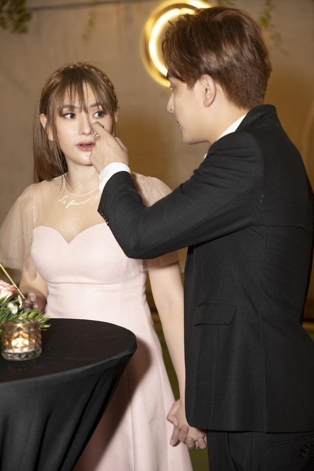 Thu Thủy khóc khi bạn trai kém 10 tuổi bất ngờ cầu hôn - 12