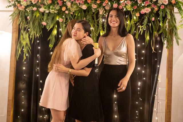 Thu Thủy khóc khi bạn trai kém 10 tuổi bất ngờ cầu hôn - 9