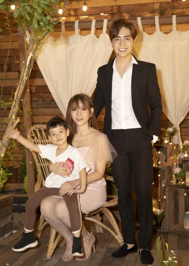 Thu Thủy khóc khi bạn trai kém 10 tuổi bất ngờ cầu hôn - 10