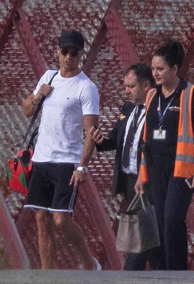 C.Ronaldo tràn đầy năng lượng sau kỳ nghỉ hè cùng gia đình - 3