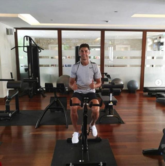 C.Ronaldo tràn đầy năng lượng sau kỳ nghỉ hè cùng gia đình - 4