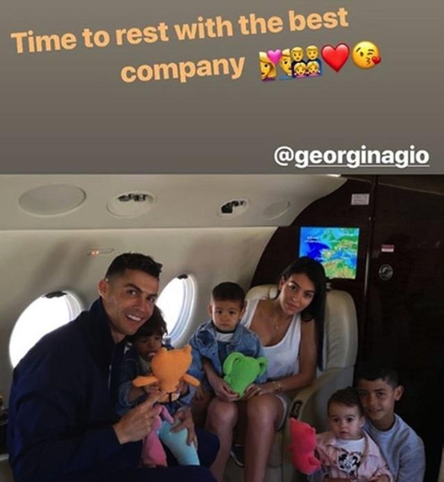 C.Ronaldo tràn đầy năng lượng sau kỳ nghỉ hè cùng gia đình - 5