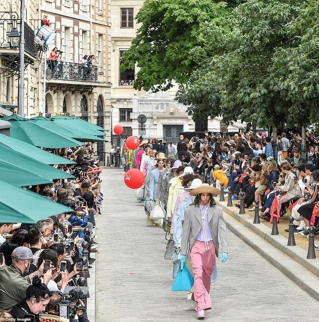 Gigi Hadid sành điệu xuất hiện tại Paris - 10