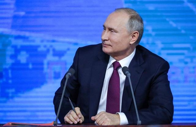 Những khoảnh khắc hài hước của ông Putin khi đối thoại 4 giờ với người Nga - 1