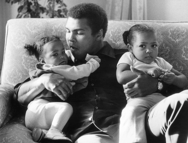 3 bài học mà huyền thoại quyền anh Muhammad Ali đã dạy con gái về thành công và tiền bạc - 1